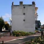 Enghien-les-Bains, place Mistinguett. Au départ, un mur pignon (presque) aveugle.