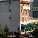 Vue en angle de la façade avant le trompe-l'oeil...