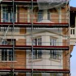 Tracés, mise en couleur, les matériaux,  fenêtres, bow-windonws, appuis de fenêtres apparaissent et se modèlent.