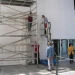 Installation délicate: élévateur et échafaudage en simultanné